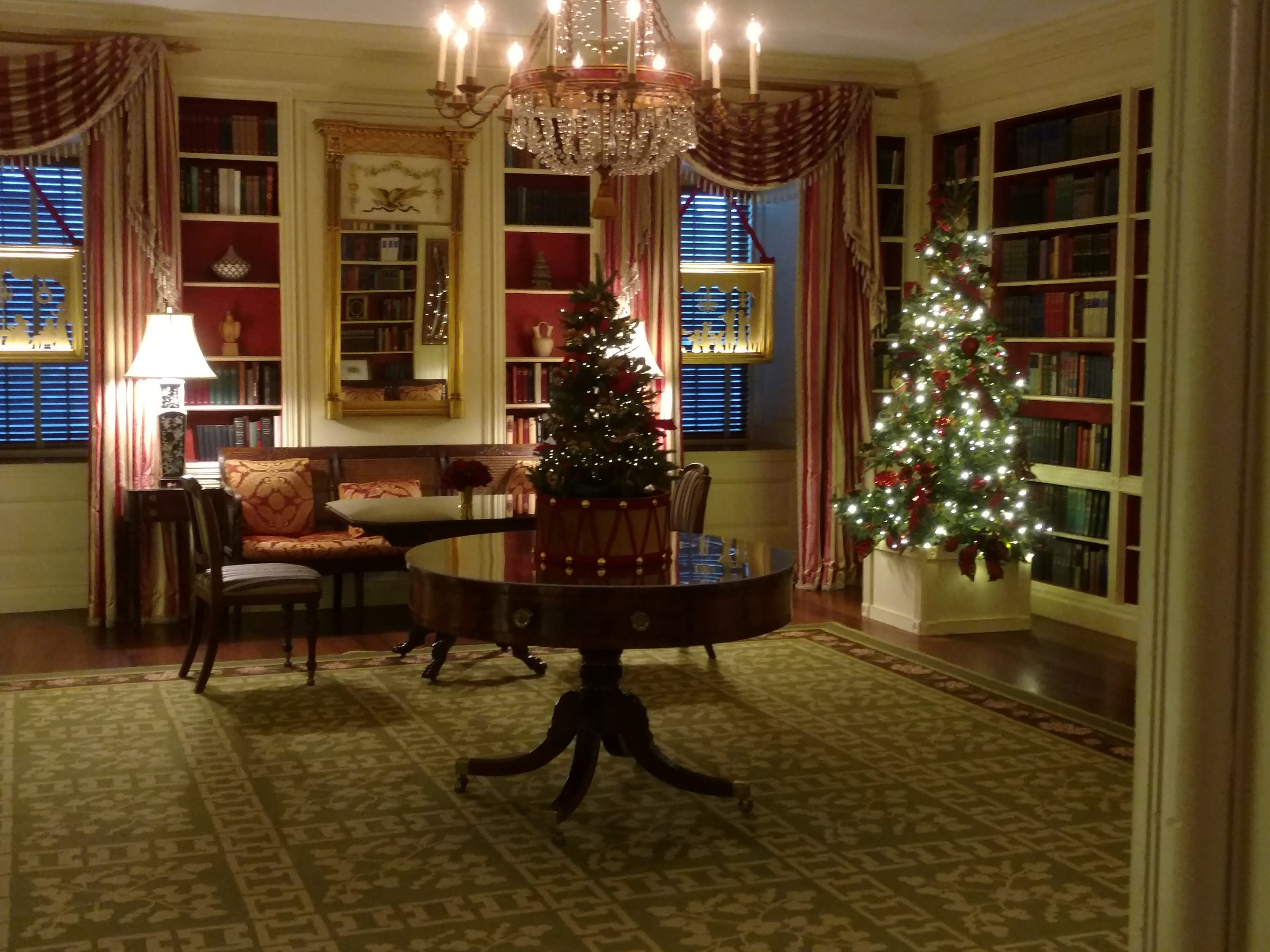 The White House library's Christmas look