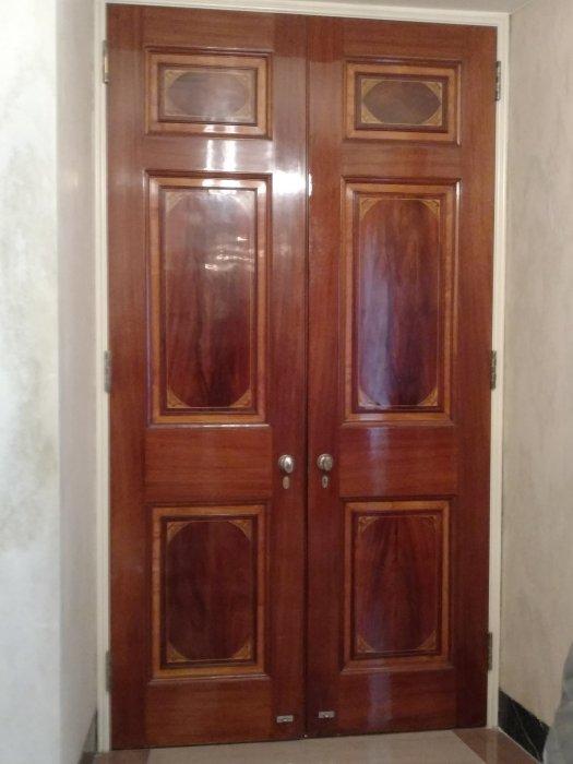 A White House door